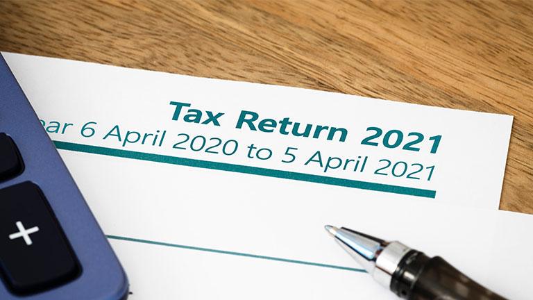 Korzyści z wcześniejszego złożenia zeznania podatkowego – Self Assessment w UK.